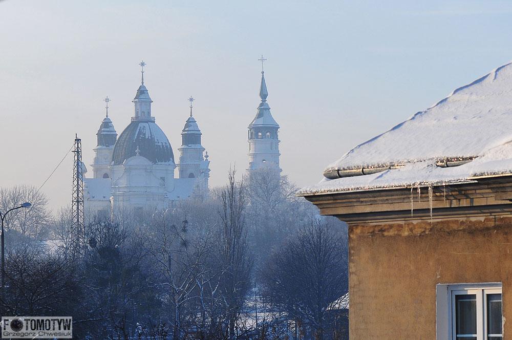 Widok na Bazylikę z ul. Katedralnej