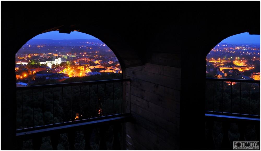 Miasto Chełm nocą zdjęcie